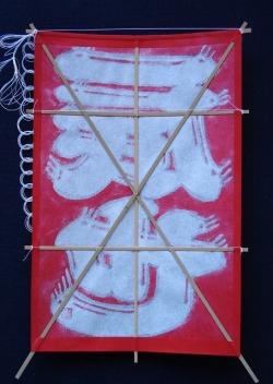 オリジナル・ミニ名前凧(二文字) 赤地に白抜き文字 裏