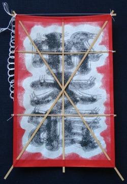 オリジナル・ミニ名前凧(三文字) 赤地に黒の文字 裏