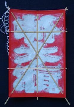オリジナル・ミニ名前凧(三文字) 赤地に白抜き文字 裏